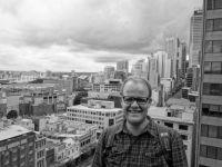 Sydney: Skyline von der Dachterrasse im YHA