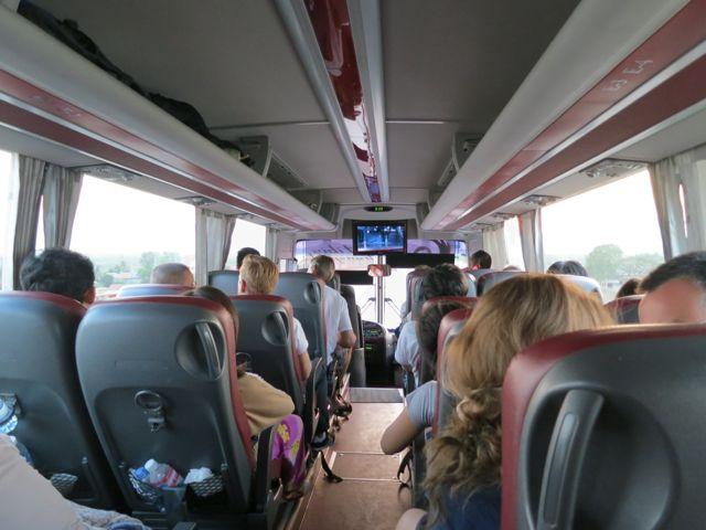 Bus von Siem Reap nach Phnom Penh