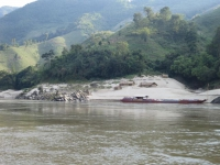 Laos: Dorf am Mekong