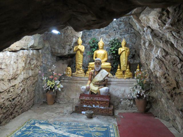 Luang Prabang: Höhle auf dem Phon Si